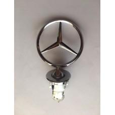 W 124 -es Mercedes -hez csillag, jel, motorháztetőre
