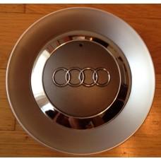Audi -s felni közép, kupak 8E0601165
